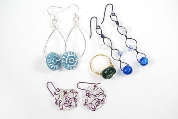 luxury-design-ideas-of-wire-art-come-with-pretty-jewelery-wire-art-and-earing-and-ring-shape-wire-art-design-600x400